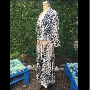 Dresses & Skirts - Boho Leopard Print Maxi Dress